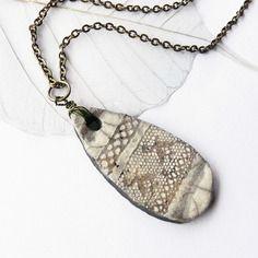 """Collier raku """"dentelle antique"""", céramique artisanale fait main, pièce unique artisanale"""