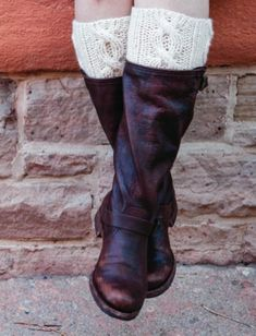 Easy Boot Cuff Knitting Pattern - takes less than an hour to knit these up and the pattern is free too!