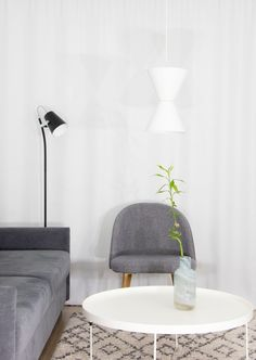 Matti Syrjälän muotoilema Länsi-valaisin on muodoltaan samaan aikaan moderni ja ajaton. Valaisin on saanut innoituksensa merimerkistä, josta nimikin kertoo. Upea valaisin luo näyttävän valaistuksen, heijastaen valoa sekä ylös- että alaspäin. Saatavilla mustana ja valkoisena. // The luminaire called Länsi is designed by Matti Syrjälä. The luminaire is inspired by the sea sign. The stunning luminaire creates spectacular lighting, reflecting light both up and down. Available in black or white. Lighting Design, Lamps, Table, Furniture, Home Decor, Light Design, Lightbulbs, Decoration Home, Room Decor