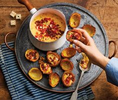 Spicy sausage & cheese with potato skins - Good Housekeeping Potato Appetizers, New Year's Eve Appetizers, Light Appetizers, Elegant Appetizers, Easy Appetizer Recipes, Potatoe Skins Recipe, Potato Skins, Good Healthy Snacks, Easy Snacks