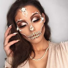 Glam and Elegant White Skeleton Makeup Looks Halloween, Amazing Halloween Makeup, Halloween Eyes, Easy Halloween, Halloween Nails, Halloween Costumes, Halloween Office, Halloween Recipe, Halloween Halloween