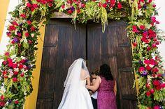 First steps to the rest of her life. Come check out this amazing wedding on the site today! Captured by @fineartstudiowedding . . . . #bride #weddingflowers #bridal #bridalportrait #weddingveil #weddingplanning #engaged #weddingphotography #shesaidyes #gotengaged #justengaged #gettingmarried #bridesmaids #bridetobe #heproposed #itstartedwithyes #happinessoverload #imgettingmarried #futurebride #fairytalemoment #weddingideas #fairytalewedding #instabride #weddingstyle #ido #engaged…