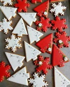 I dig the mod shape of these tree cookies, nice straight lines and simple sprinkle accents. Christmas Tree Cookies, Iced Cookies, Christmas Sweets, Cute Cookies, Christmas Mood, Christmas Cooking, Christmas Gingerbread, Noel Christmas, Royal Icing Cookies