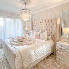 Teen Bedroom Designs, Room Ideas Bedroom, Small Room Bedroom, Bedroom Decor, Young Woman Bedroom, Stylish Bedroom, Aesthetic Room Decor, Dream Rooms, Luxurious Bedrooms