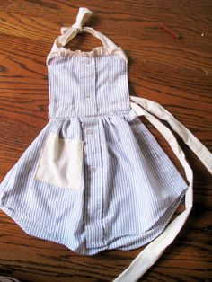 Kids apron made from old men's button down and scraps of muslin. #kids #diy #apron
