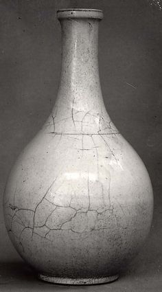 Bottle | Joseon dynasty (1392-1910 | 20th century | Korea | Porcelain covered with a white transparent glaze