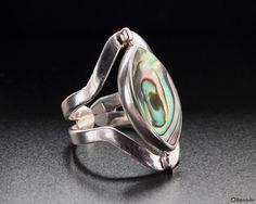 Wendering mit Perlmutt und Abalone  aus 950er Silber. Der Schmuckstein kann nach Lust und Laune gedreht werden.