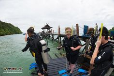 Along reminds his student of the key points to the deep water entry skill, as his other PADI Open Water Diver students wait and laugh about how funny they look ;-p