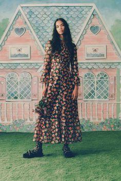 Anna Sui Spring 2021 Ready-to-Wear Collection - Vogue Fashion Line, Fashion Week, New York Fashion, World Of Fashion, Spring Fashion, Fashion Beauty, Fashion Show, Fashion Design, Paris Fashion