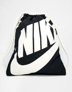 Nike – Heritage – Sportbeutel in Schwarz