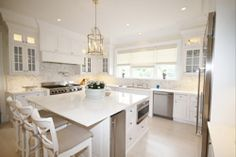 The #Hiltons newly renovated #kitchen.This house, formerly part of the Fordune estate, belongs to Rick and Kathy Hilton, parents to #Paris, #Nicky, Barron and Conrad. #luxury #summer #hamptons