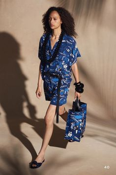 The complete Michael Kors Collection Resort 2018 fashion show now on Vogue Runway. Fashion 2018, Fashion Week, High Fashion, Womens Fashion, Fashion Trends, Runway Fashion, Fashion Outfits, Fashion Design, Fashion Show Collection