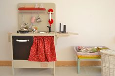 Wooden toy kitchen. PETIT model with phone kit. #woodentoy #woodenkitchen #macarenabilbao