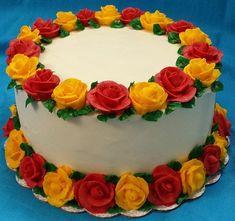 bolo de rosas vermelhas e amarelas #boloderosas #decoracaocomrosas #festacorosas #bolocomflor #bolodeflor #bolodeflores #bolocomflores