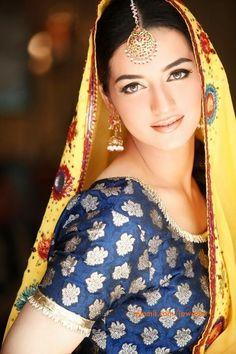 Pretty Pakistani mehndi bride