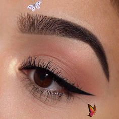 How to Apply Eyeliner – A Step-by-Step Tutorial #Apply #Eyeliner #STEPBYSTEP #Tutorial<br> Smudge Proof Eyeliner, How To Apply Eyeliner, No Eyeliner Makeup, Eye Makeup Remover, Skin Makeup, Peach Makeup, Makeup Looks For Green Eyes, Makeup For Brown Eyes, Red Makeup