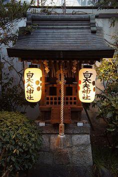 Inari Lantern at the Fushimi Inari Shrine in Kyoto, Japan This . Japanese Shrine, Japanese House, Japanese Gate, Japanese Temple, Cultural Architecture, Japanese Architecture, Pavilion Architecture, Sustainable Architecture, Residential Architecture