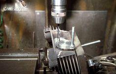 【No.12】 UNC5/16の下穴をドリルで開けます。フランジのボルト穴の中心に来るよう カラーを作って使っています。 Next→No.13  #motorcycle #harley #evo #repair #head #screw #bolt #バイク #ハーレー #エボ #修理 #ヘッド #ネジ #ボルト