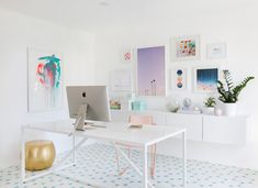 Modern White, light and airy home office inspiration with large gallery wall, white walls, and white Home Office Space, Home Office Design, Home Office Decor, Office Desk, Office Art, At Home Office Ideas, Creative Office Decor, Apartment Office, Office Themes