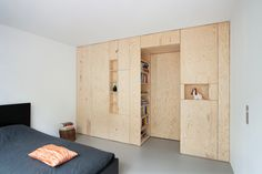 - Slaapkamer ideeën slaapkamer ideeën multiplex-inbouwkast in 2020 Plywood Interior, Plywood Walls, Flat Interior, Interior Exterior, Interior Architecture, Plywood Cabinets, Farmhouse Bedroom Decor, Home Bedroom, Closet Minimalista