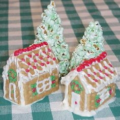 Graham Cracker Gingerbread houses - love the popcorn trees
