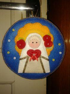 FELTRO.  Quadrinho de Nossa Senhora de Fátima feito de feltro.