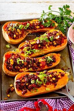 Stuffed butternut squash with chilli con carne recipe DELICIOUS - In autumn we like to serve chili con carne in buttery pumpkin. Simply prepared and also great for g - Chili Recipes, Mexican Food Recipes, Healthy Recipes, Vegan Cauliflower, Cauliflower Recipes, Con Carne Recipe, Butternut Squash, Relleno, Butter