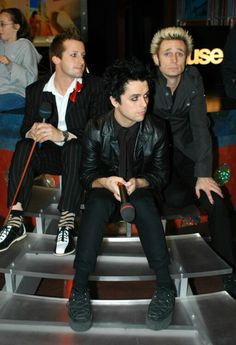 omg billie looks so damn fine in this pic
