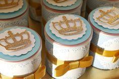 Latinhas decoradas com coroa - Foto: Adriana Kochem