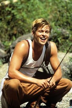 """Brad Pitt in """"A River Runs Through It"""" 1992 Best movie he has done! Carrie Fiter // fashion aesthetic hairstyles outfits outfit in. Brad Pitt Hair, Young Brad Pitt, Brad Pitt Troy, Beautiful Boys, Pretty Boys, Bradd Pitt, Carrie, Brad Pitt Photos, Young Leonardo Dicaprio"""