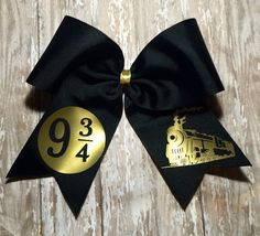 Black cheer bow with gold vinyl design of platform 9 and the Hogwarts Express Big Bows, Cute Bows, Bow Quotes, Micky Ears, Harry Potter Halloween Costumes, Cheerleading Bows, Cheer Mom, Diy Hair Accessories, Silhouette Cameo Projects