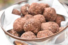 Havregrynskugler opskrift med Bailey fedtfattig | nogetiovnen.dk Nutella, Dog Food Recipes, Cereal, Almond, Muffin, Goodies, Sweets, Snacks, Breakfast
