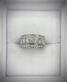 Bague en or blanc avec diamants Diamond Earrings, Afin, Jewelry, Products, Jewelry Ideas, Human Height, Jewlery, Jewerly, Schmuck