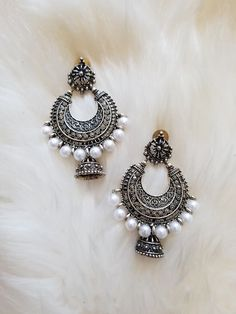 Silver Hoop with White Pearls and Jhumka – The Shaadi Shop silver jewellery Silver Hoop with White Pearls and Jhumka Silver Bridal Jewellery, Indian Jewelry Earrings, Indian Jewelry Sets, Jewelry Design Earrings, Indian Wedding Jewelry, Jewelry Making Beads, Silver Jewelry, Silver Rings, Gold Earrings