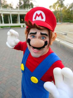It's easy to cosplay as Mario. It's hard, very hard, to cosplay as Mario and do it well. Mario Cosplay, Cosplay Anime, Cute Cosplay, Halloween Cosplay, Best Cosplay, Cosplay Costumes, Halloween Costumes, Awesome Cosplay, Family Halloween