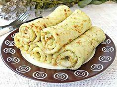 """""""Clătitele de dovlecei"""" sunt incredibil de gustoase, moi și foarte fine, ideale pentru micul dejun sau cină. Clătitele sunt umplute cu un sos de smântână, maioneză, usturoi și verdeață, ce oferă clătitelor un gust deosebit, foarte aromat și ușor picant. De asemenea, puteți umple aceste clătite cu cașcaval sau brânză, va fi foarte delicios. Răsfățați-vă …"""
