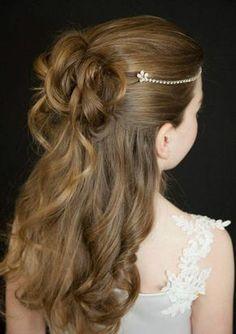 kinderfrisuren mädchen kommunion halboffene haare stirnkette