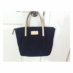 Kate Spade small tote bag Only used couple of times; in an excellent condition!!                                                                  No trade✖️ No low ball offers✖️ Kate Spade Bags