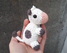Mesmerizing Crochet an Amigurumi Rabbit Ideas. Lovely Crochet an Amigurumi Rabbit Ideas. Crochet Cow, Cute Crochet, Crochet Animals, Crotchet Patterns, Crochet Patterns Amigurumi, Knitting Patterns, Cow Pattern, Free Pattern, Cow Toys