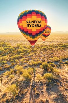 Planning ahead for the holiday season? Gather your friends and family for a breathtaking view of the desert landscapes of Phoenix + Scottsdale. Air Balloon Rides, Hot Air Balloon, Places To See, Cool Photos, Things To Do, Balloons, Tours, Rainbow, Sky