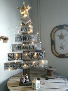 Pallet Christmas Tree, Xmas Tree, Christmas Holidays, Christmas Crafts, Xmas Decorations, Vintage Christmas, Diy Crafts, Shabby, Holiday Decor