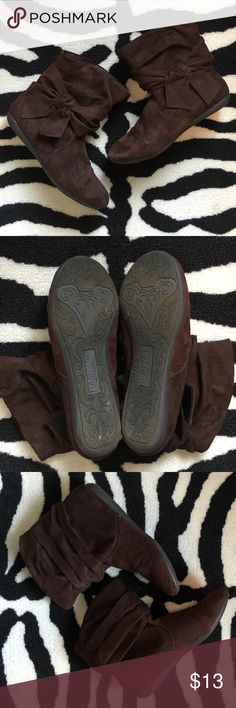 """Suede booties with bow detail Rampage """"Beckett"""" suede booties with bow details on the sides. Size 7.5M. True to size and comfy, perfect for fall! In preloved condition, worn a handful of times. Only true sign of wear is wear to the bottom soles. No rips or stains on the fabric. Rampage Shoes Ankle Boots & Booties"""