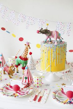 How To Throw a Fantastic Circus Animal Parade Party. Recreate these adorable circus party ideas to celebrate your little one's next birthday! Circus Theme Party, Kids Party Themes, Circus Birthday, Animal Birthday, Birthday Party Decorations, Party Animal Theme, Diy Party Animals, Circus Wedding, Jungle Theme