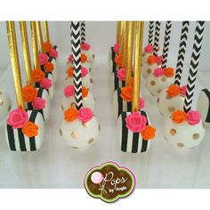 Kate Spade inspired cake pops for a beautiful baby shower styled by Laila Gold polka dot cake pops inspired by Brandi of… Baby Shower Food For Girl, Baby Shower Cakes, Cake Pops, Paletas Chocolate, Chocolate Treats, Cake Mix Muffins, Kate Spade Party, Polka Dot Cakes, Fondant
