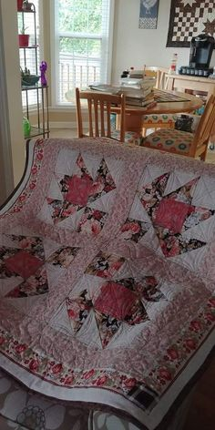 """""""Baby Buds"""" .Free quilt blocks on www.quilterscache.com"""