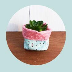 Mini Cache-pot tissu 8 cm pour mini plante / mini cactus Tissus rose écailles et vert pâle géométrique : Accessoires de maison par zig-et-zag
