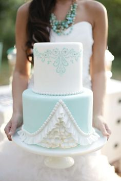 Aqua, Black, and White Wedding Inspiration An aqua wedding cake – with stunning details in the icing. Gorgeous Cakes, Pretty Cakes, Cute Cakes, Amazing Cakes, Fondant Cakes, Cupcake Cakes, Bolos Cake Boss, Mint Cake, Aqua Cake