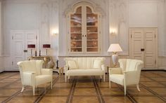 The elegant upholstered suite Lydia has a lot of flair.