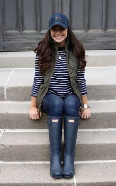 Look at our straightforward, cozy & simply cool Casual Fall Outfit inspiring ideas. Get influenced with your weekend-readycasual looks by pinning one of your favorite looks. casual fall outfits with jeans Mode Outfits, Casual Outfits, Fashion Outfits, Vest Outfits For Women, Preppy Fall Outfits, Womens Fashion, Fashion Ideas, Fashion Clothes, Preppy Outfits For School