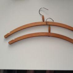 Dřevěné ramínko na šaty